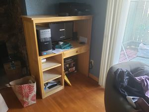 Computer desk for Sale in San Leandro, CA