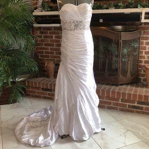 Maggie Sotero Ivory Wedding Dress for Sale in Lakeland, FL