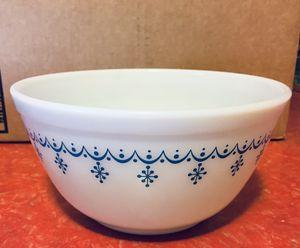 Vintage Pyrex Snowflake Garland Bowl for Sale in Phoenix, AZ