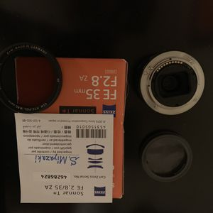Sony FE35mm F2.8 lens, like new w B+W pro lens filter for Sale in Ontario, CA
