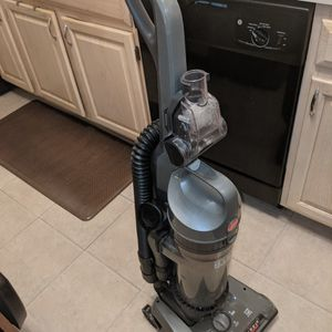 Hoover High Capacity WindTunnel2 Bagless Upright Vacuum Cleaner for Sale in West Chicago, IL