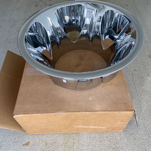 ONE (1) 2011-18 Chevy/ GMC dually rear chrome wheel simulator for Sale in Houston, TX