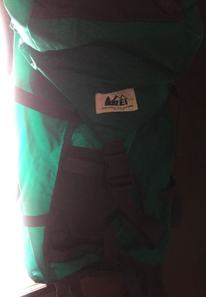 Men's hiking backpack 10pk for Sale in Suffolk, VA