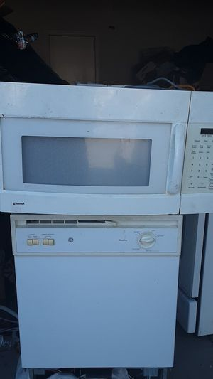 Dishwasher and microwave and gas oven for Sale in Lancaster, CA