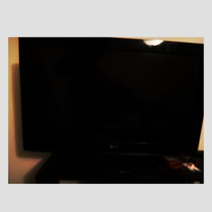 32 Inch Flat Screen TV. $60. I'll Throw In A Fire Stick For An Extra $25 for Sale in Cleveland, OH