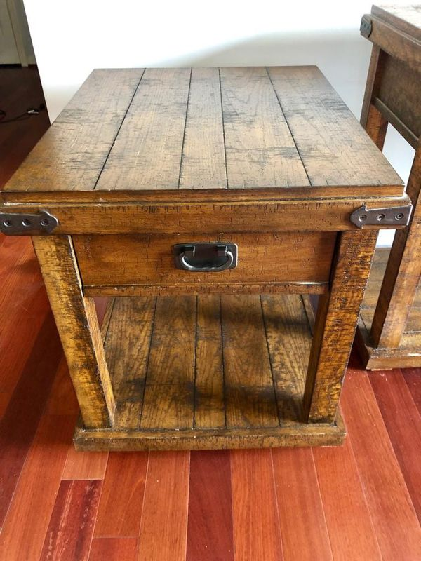 Haverty's Side table