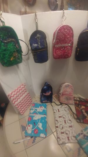 Fanny clip on bags and purse for Sale in Glendale, AZ