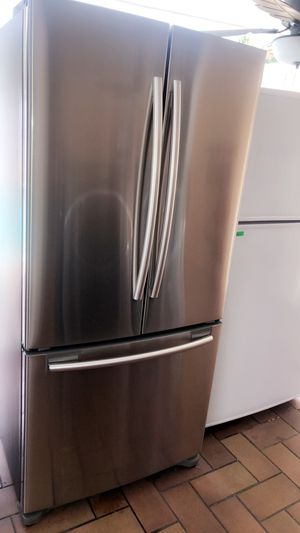 SAMSUNG STAINLESS STEEL REFRIGERATOR IN PERFECT CONDITIONS WITH WARRANTY 33 WIDE AND ICE MAKER. NEVERA STAINLESS STEEL COMO NUEVA SAMSUNG DE 33 PULGA for Sale in Hialeah, FL