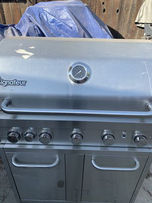 Used signateur bbq grill for Sale in Sanger, CA