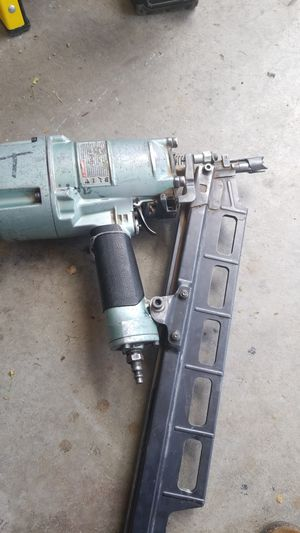 Hitachi nail gun whit regulador for Sale in Salt Lake City, UT