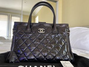 Chanel Large Black Tote Bag in Patent Leather for Sale in Fullerton, CA