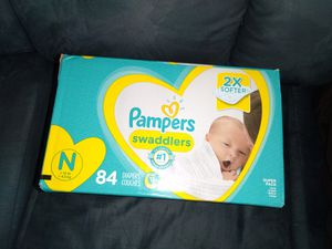 pampers swaddlers- newborn for Sale in Bedford Heights, OH