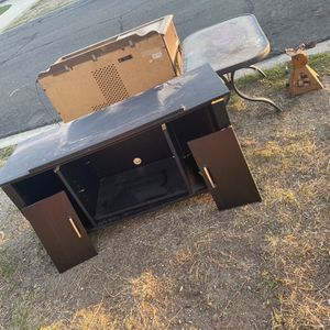 Tv Stand FREE for Sale in Ontario, CA