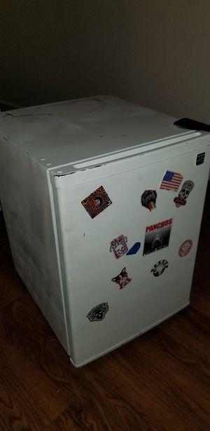 Mini fridge for Sale in Dinuba, CA