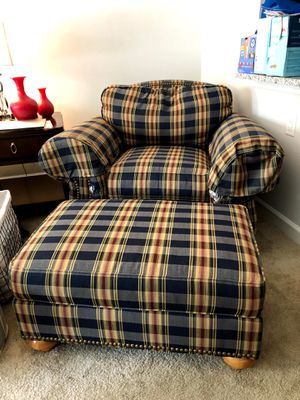 Ethan Allen Oversized Chair and Ottoman Set (FREE) for Sale in Columbus, OH