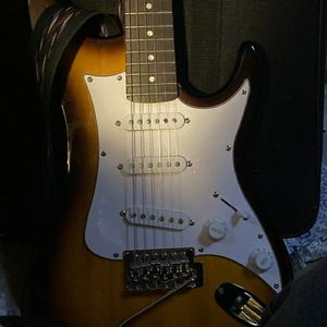 WASHBURN SonaMaster... xcellent shape two-tone electric guitar w/ strap and whammy bar. 6 string for Sale in Denver, CO