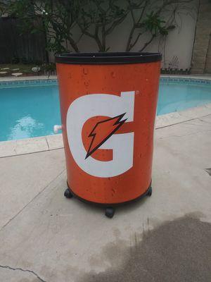 Gatorade rolling ice chest w/ drain for Sale in Covina, CA