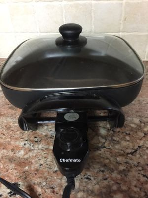 Electric cooking pan with lid .$15. for Sale in Piscataway Township, NJ