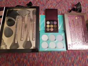 2 makeup palettes and 2 makeup brush sets for Sale in FL, US