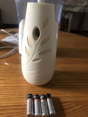 Glade automatic spray machine with extra 4 new AA batteries for Sale in Ithaca, NY