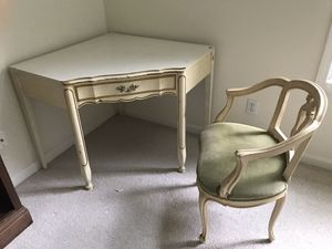 White corner desk and chair for Sale in Rocky River, OH