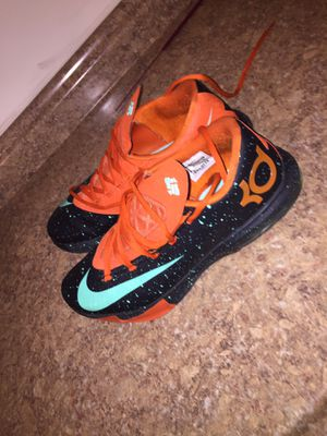 KD basketball shoes sz 11 for Sale in Clinton, MD