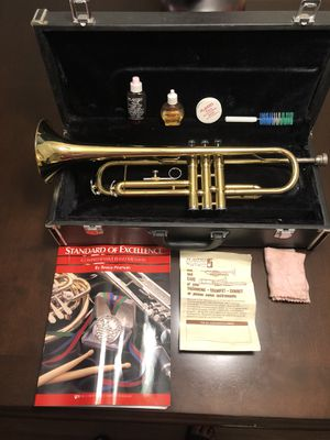 Skylark TRUMPET like NEW ✅ + Case + Learning book+ Cleaning accessories MUST SEE! for Sale in Anaheim, CA