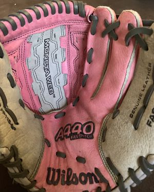 Wilson a440 fastpitch softball glove for Sale in Lakewood, CA