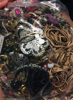 Large Bag of Jewelry for Sale in Lytle, TX