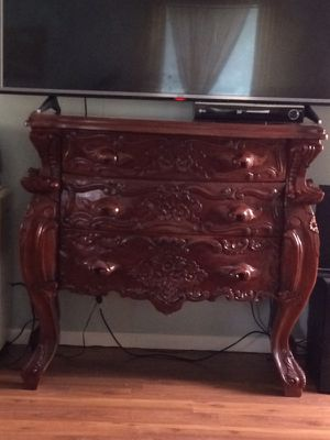 Antique 3 drawer dresser for Sale in Whittier, CA