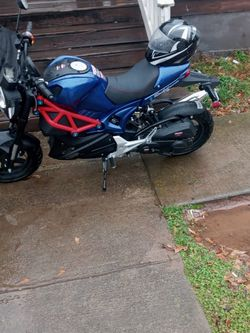 50cc Rocket Scooter.. A Week Old..Only 80 Miles On It..Helmet Included for Sale in Atlanta,  GA