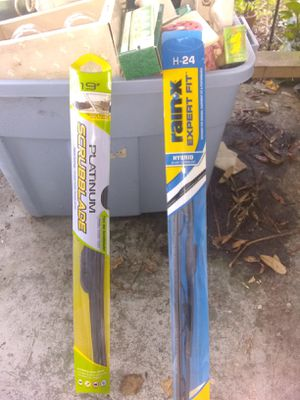 Windshield wipers 2 different sizes for Sale in DeLand, FL