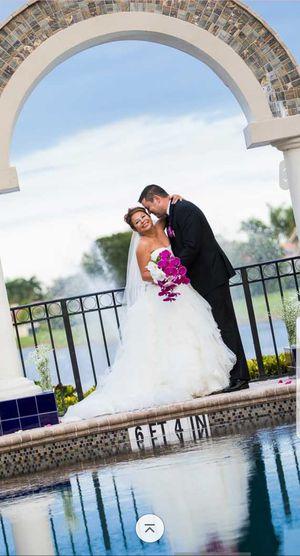 Oleg Cassini Strapless Ruffled Skirt Wedding Dress for Sale in North Miami Beach, FL