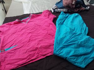Free women's scrub tops and pants size large and xl for Sale in Whittier, CA
