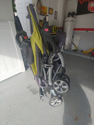 Double stroller with stand board for Sale in Lake Worth, FL