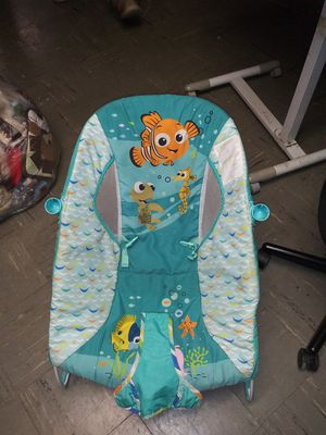 kids II - Baby bouncer and activity chair with vibration for Sale in Allen Park, MI