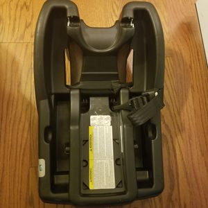 graco car seat base for Sale in Virginia Beach, VA