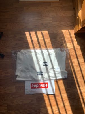 Supreme Comme Des Garcons White FW18 with bag for Sale in McDonald, PA