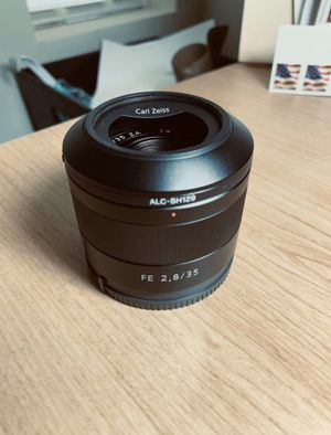 Sony FE Carl Zeiss 35mm f2.8 lens (SEL35F28Z) for Sale in San Diego, CA