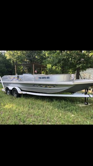 Lowe 22 aluminum deck boat ... for Sale in Magnolia, TX