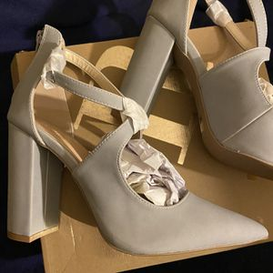 Gray Heels Size 9 for Sale in Richmond, VA