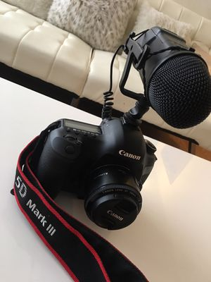Canon 5D Mark 3 III (DSLR) With 50mm Lens and Microphone. for Sale in New Britain, CT