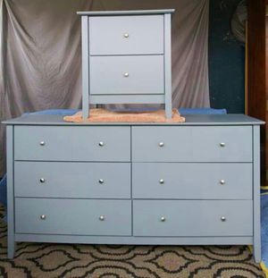 Nice!!! Dresser & Nightstand. Excellent condition👍8 perfectly working drawers. (light Grey) for Sale in Colton, CA