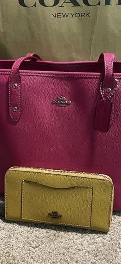 Coach Purse and wallet for Sale in Nashville,  TN