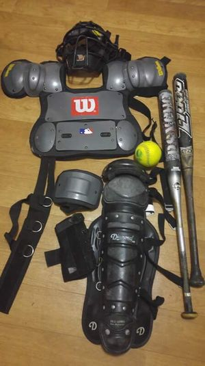 WILSON BASEBALL CATCHER GEAR WITH 3 BATS AND ONE BALL !! for Sale in Melvindale, MI