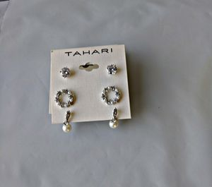 Tahari ® Earing Set of X2 in Silver Color for Sale in Las Vegas, NV