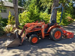 Kubota B7100 Tractor/box blade for Sale in Clackamas, OR