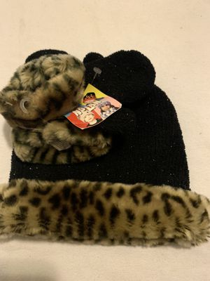 NEW Baby Hat & Mittens Set 2-4T for Sale in Fontana, CA