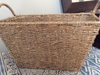 Storage Wicker/ Straw Basket With Wire Frame And Handles. Very Sturdy. for Sale in Naperville,  IL