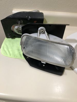 00-03 Ford F-150 fog headlights with metal frame for Sale in Watsonville, CA